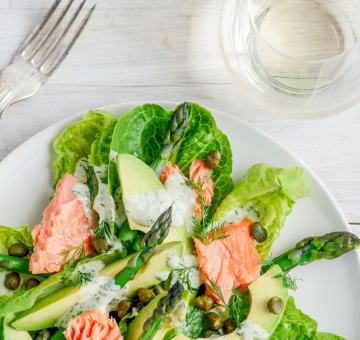 A simple salmon salad for dinner